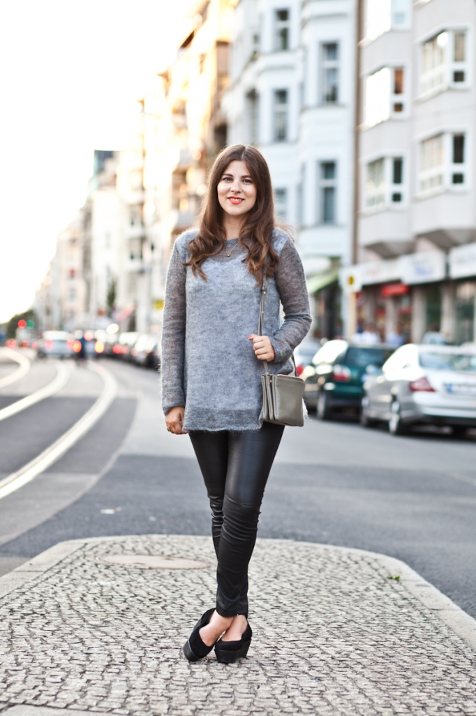 JOURlook: Grauer Pullover