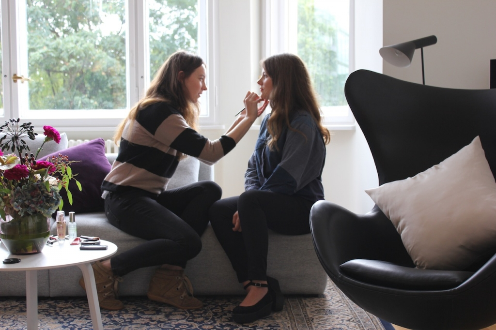 Beauty du jour: Ari macht das Make-up beim H&M-Shooting