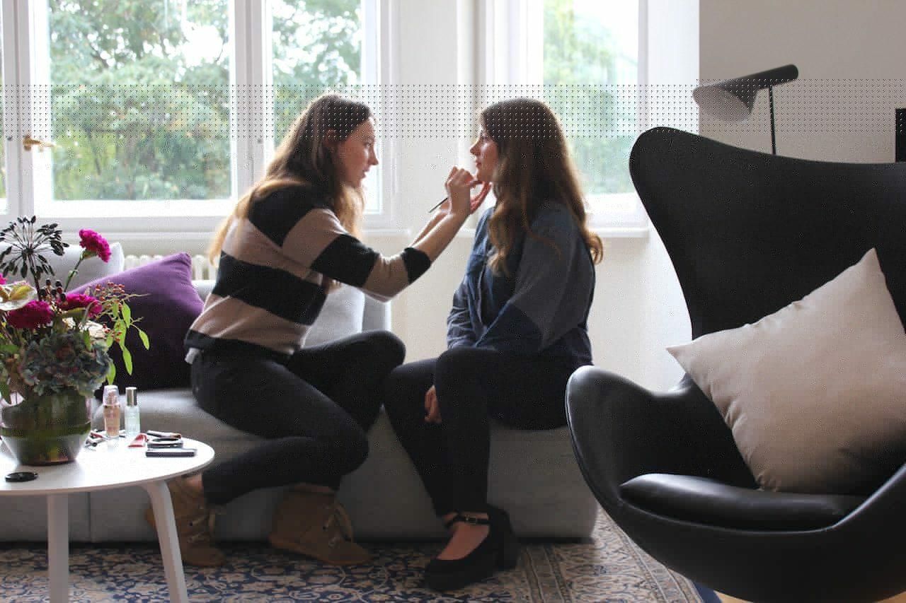 Beauty du jour: Ari macht das Make-up beim H&M-Shooting