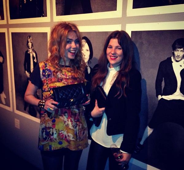 Palina kam mit Mamas vintage Chanel-Tasche