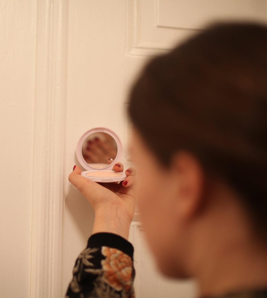 beautydujour_makeuptestmaybelline2