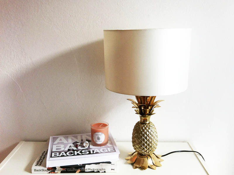 Lampe mit Ananas-Fuß aus Metall von Zara Home