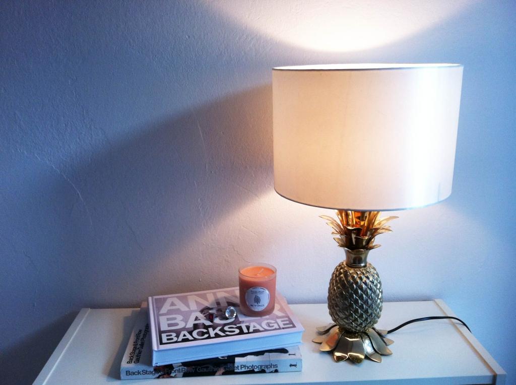 journelles maison die 11 sch nsten statement lampen f rs wohnzimmer journelles. Black Bedroom Furniture Sets. Home Design Ideas