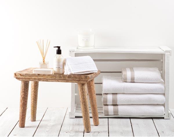 journelles maison wohnen und f hnen wie im hotel. Black Bedroom Furniture Sets. Home Design Ideas