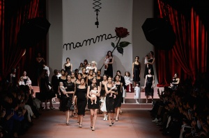 "Dolce & Gabbana ""Viva la Mamma"" AW15 - Bild: Getty Images (29)"