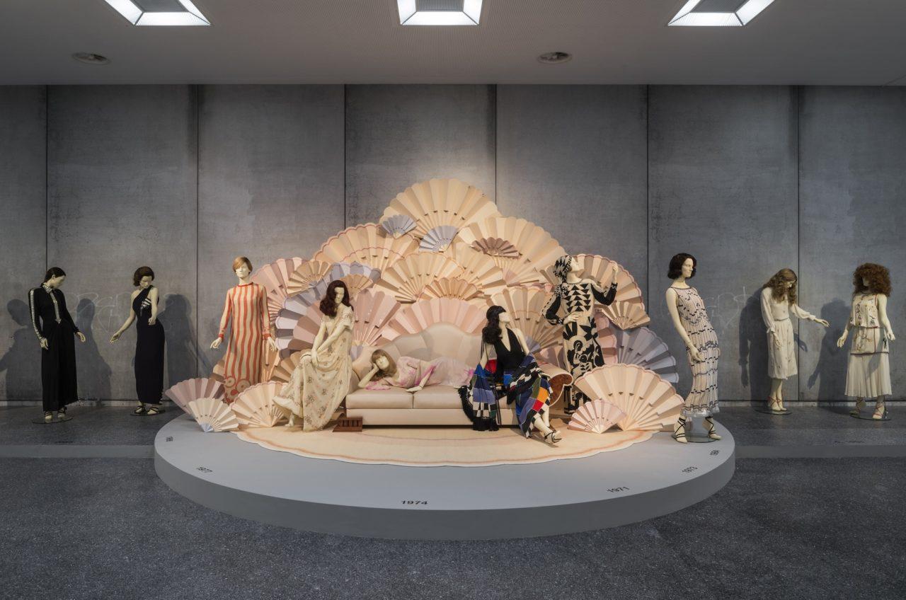 Journelles-Karl-Lagerfeld-Modemethode-Chloe-Ausstellung-1