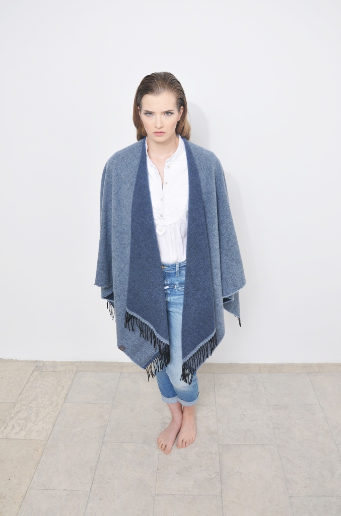 Journelles_Das_Cape_Madechen_taubenblau_denim