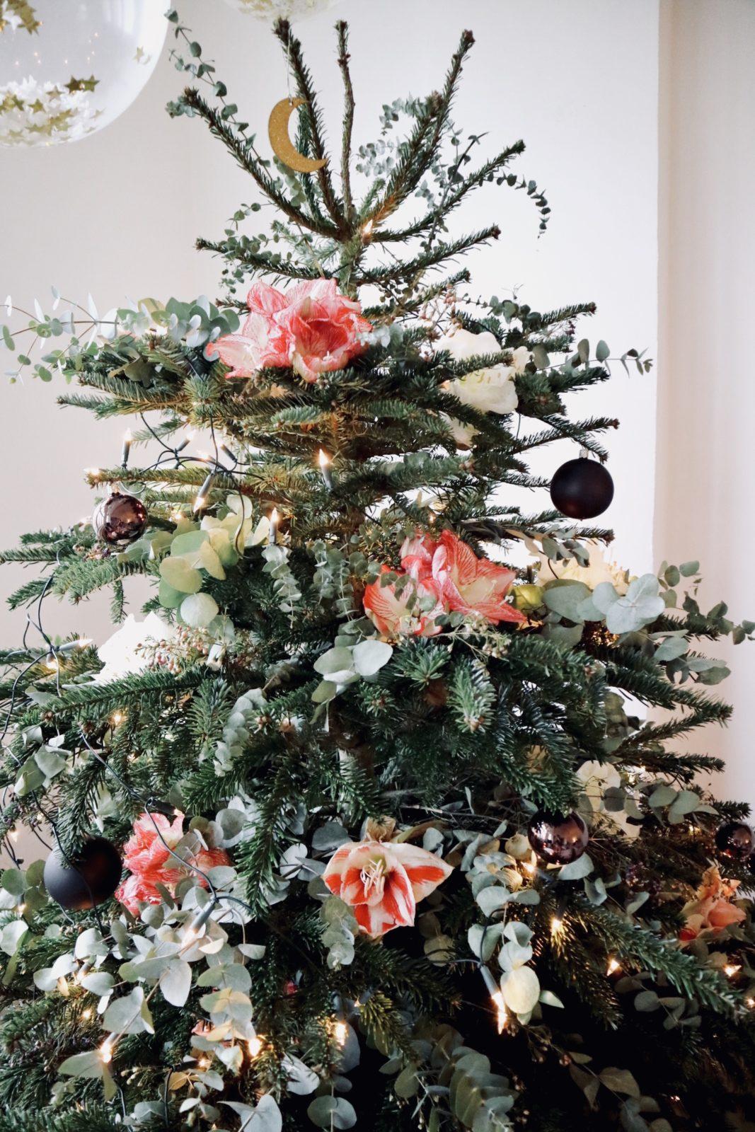 der blumige weihnachtsbaum so dekoriert jessie ihre. Black Bedroom Furniture Sets. Home Design Ideas
