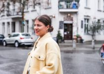 Yellow & Orange: Moody up im neuen JOURlook mit NET-A-PORTER