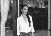 """""""Um ein Unternehmen zu stärken, braucht es mehr Diversität und eine Vielfalt an Vordenkern"""" - Mara Hoffman über Nachhaltigkeit, kulturelle Aneignung und Geschlechtergleichberechtigung in der Modebranche"""