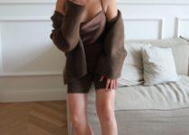 Cosy Knitwear im Sommer? Nanushka machts möglich